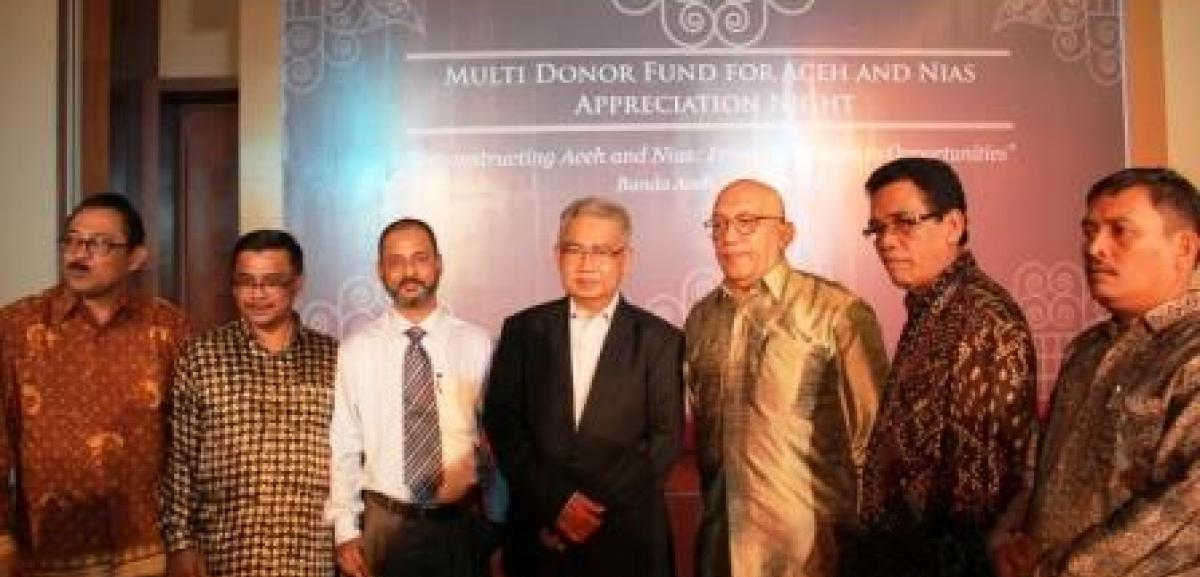 M.Mahfuzur Rahman, Muslim Aid Indonesia Country Director together with the new Aceh governor Zaini Abdullah and representative from Bappenas