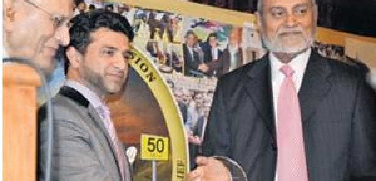Syed Tajeem Wasti (right) receiving life time achievement award from High Commission Pakistan Councillor, Sardar Balakh Sher Khan. (Photo: Jamila Ali/The Muslim News)