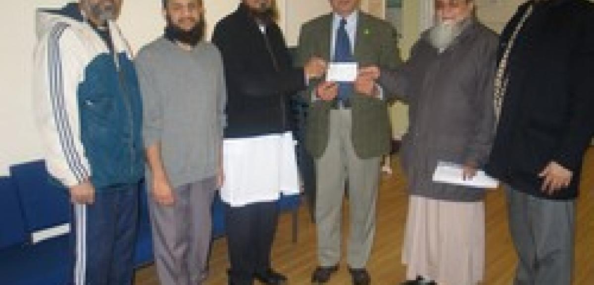 Noor Ul Islam Trust, Leyton gives £7,000 to the people of Gaza
