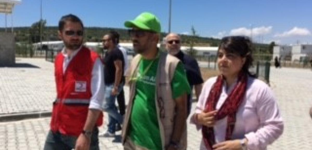 Baroness Warsi and Muslim Aid CEO Jehangir Malik at Boynuyogan refugee camp hosted by the Turkish Red Crescent.