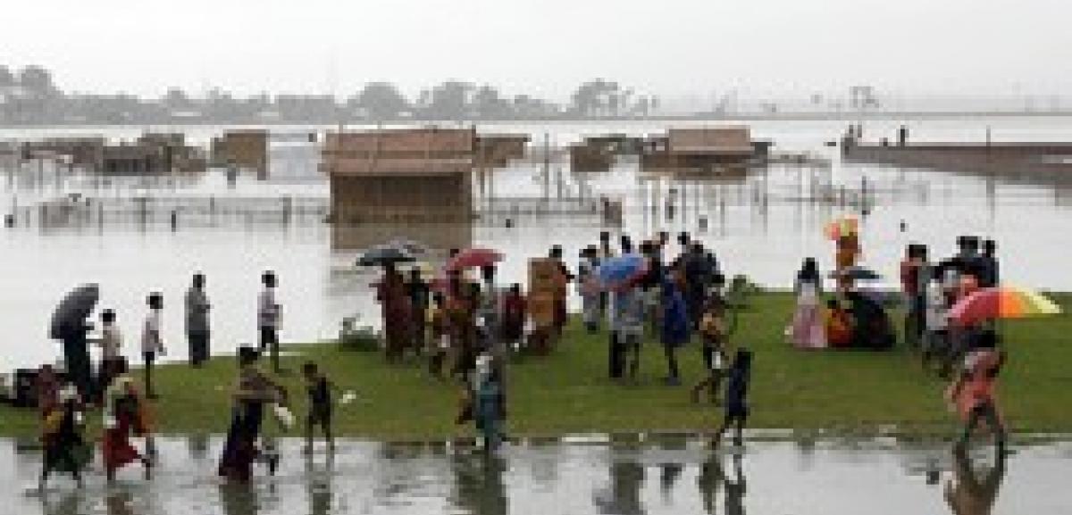 Bangladesh Cyclone death toll mounts to 200